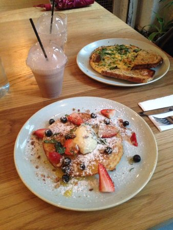 The Rock, Australia: Delicious pancake and omelette