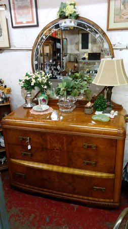 Oswego, IL: Offering Classic Antique Furniture and Accents