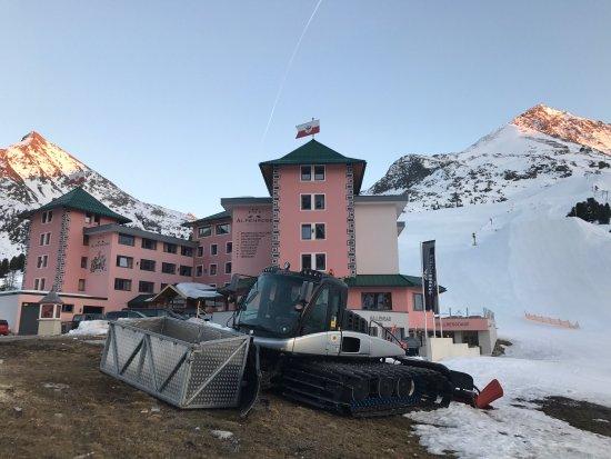 Hotel Alpenrose : Die Alpenrose im April 2027
