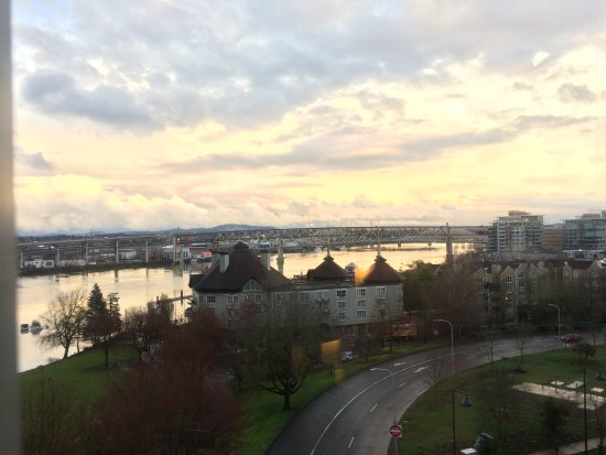 Portland Marriott Downtown Waterfront : Great view from a corner room.