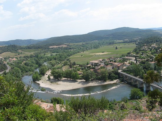 Roquebrun, ฝรั่งเศส: View of the village and the Orb