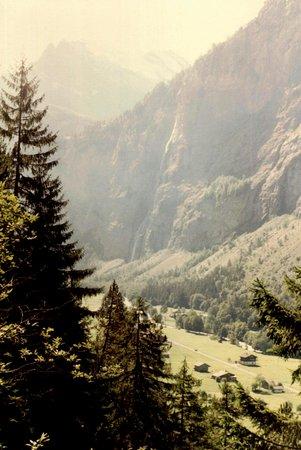 Lauterbrunnen Valley Waterfalls: Lauterbrunnen Valley © Robert Bovington