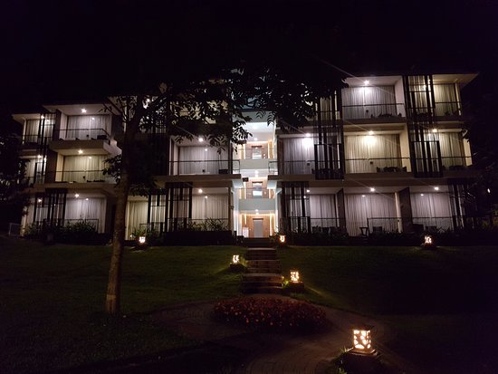 Lembang Asri: pemandangan waktu malam