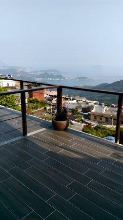 Chiufen Xiaoding Guest House : お部屋のベランダから夜は海に浮かぶ漁火も見えます