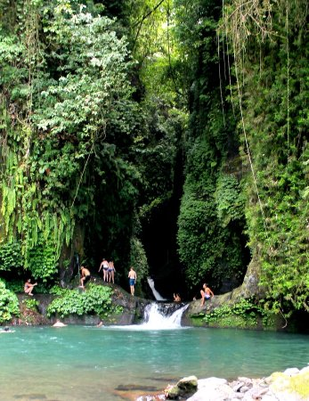 Noosa Bali Tours : At Blue lagoon with Remote experinece group