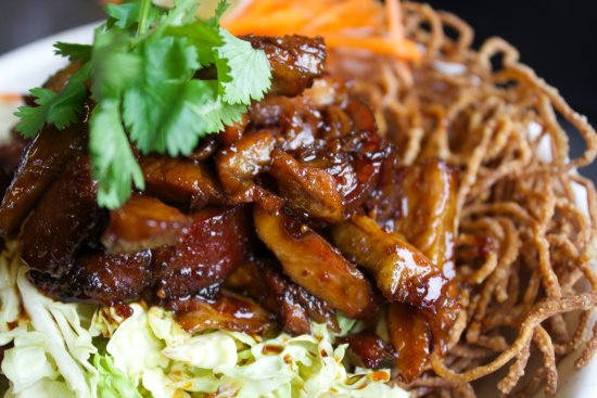 Clinton, WA: Crispy Noodle Salad with Asain BBQ ribs