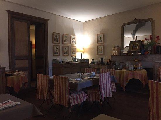 Lussac les Chateaux, France: Salle petit déjeuner