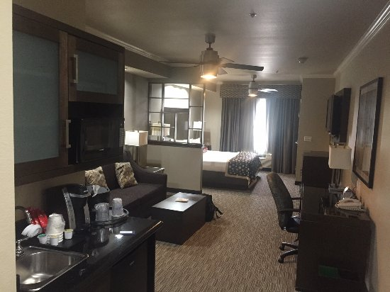 Best Western Premier Crown Chase Inn & Suites Photo