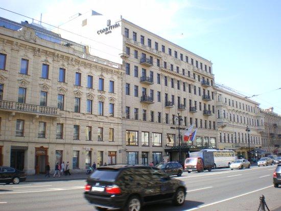 Corinthia Hotel St. Petersburg: ホテル正面入口付近