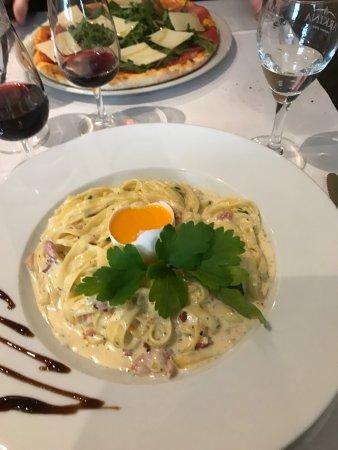 Le Locle, İsviçre: Spritz, Spaghetti carbonara et Vino rosso