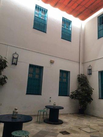 Casual Sevilla de las Letras : Courtyard off the lobby
