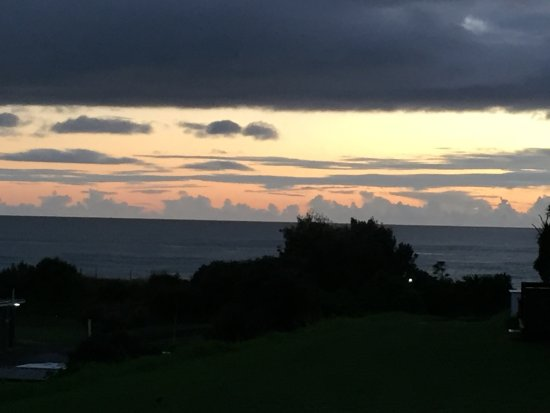 Waihi, New Zealand: Sunrise - view from our porch