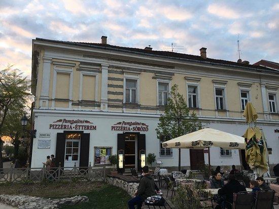Vac, Hongaria: Outside of the pizzeria.