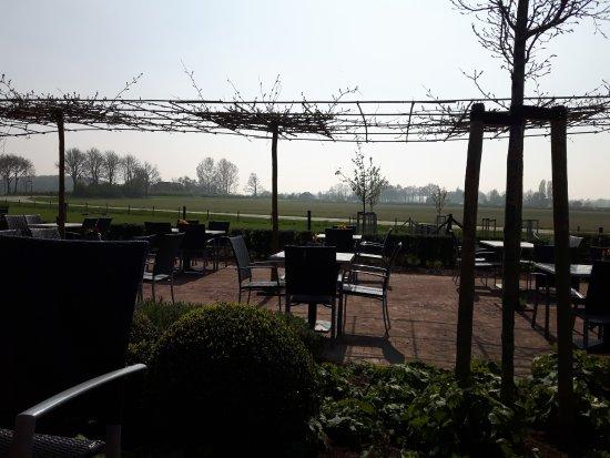 Brummen, Ολλανδία: Het grote zonnige terras