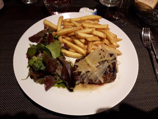 Maffliers, ฝรั่งเศส: Plat