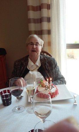 Saint-Macaire, Francia: pour feter 90 ans de ma maman elle est pas belle la vie?