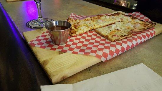 Lanesboro, MN: Krab Rangoon flatbread