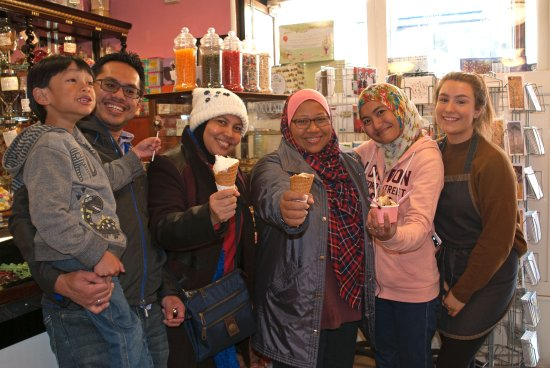 Stonehaven, UK: Family from Kuala Lumpur enjoying ice creams at Giulianotti's