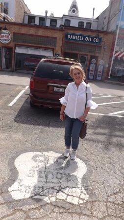 Pontiac, IL: Road Marker