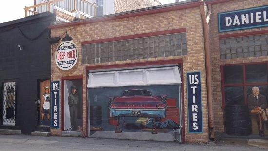 พอนทีแอก, อิลลินอยส์: Cool gas station Mural