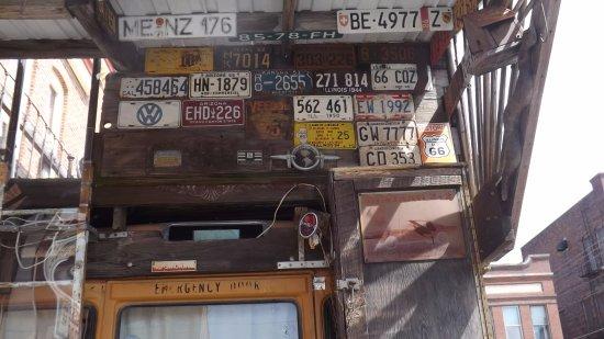 พอนทีแอก, อิลลินอยส์: Shots on the bus