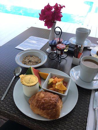 Palm Court Hotel: Morning breakfast