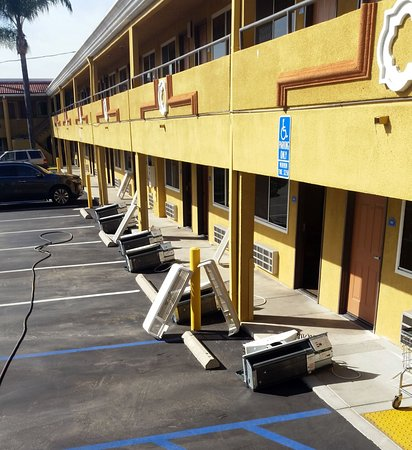 Americas Best Value Inn-Azusa/Pasadena : The first set of A/C units out for the spring cleaning.