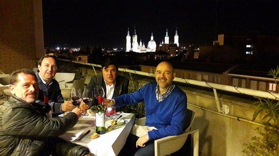 أبارت هوتل هابيتات سنتر لوس جيراسولز: la terraza exterior con El Pilar de fondo!
