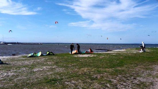 Surfspot. Im Hintergrund die offene Ostsee