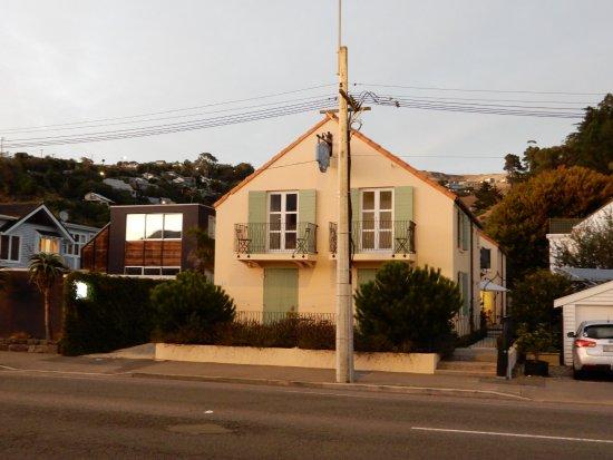 Le Petit Hotel Sumner : The front view