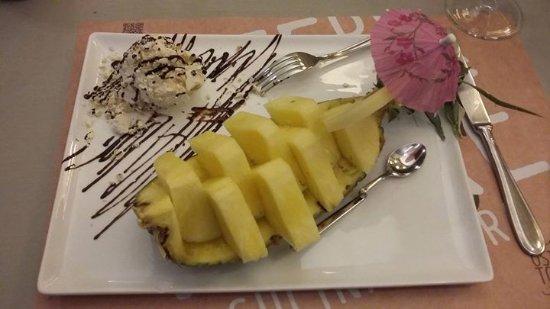 Castel Ritaldi, Italia: Ananas all'amaretto 😍