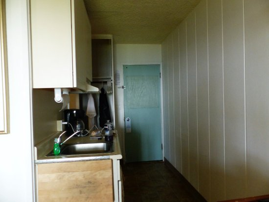 Mokihana: fridge, microwave, coffee maker