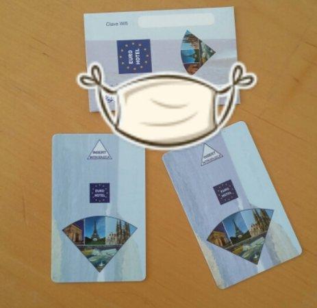 Les deux cartes pour rentrer dans la chambre picture of for Chambre barcelona