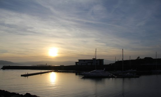 Portavadie, UK: Overlooking the marina to the Leisure Centre.