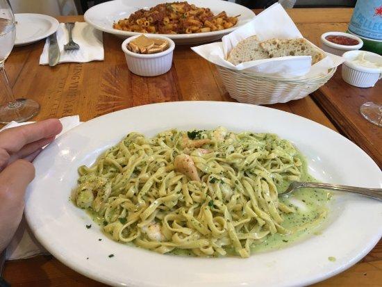 Fritto Misto : Linguine con gamberi e crema di basilico. Tiramisù