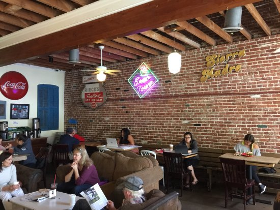 Sierra Madre, Kalifornien: Yup, it's the Bean Town coffee bar.