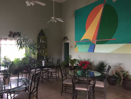 Hamilton, AL: Tropical themed breakfast area