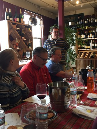 Verona Wine Cellar: Italian wine tasting class.  8 outstanding wines and so much learning !