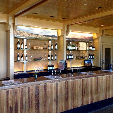 Ridge Vineyards Lytton Springs : Tasting room.