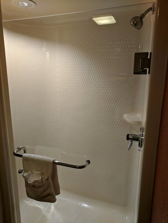 Sleep Inn: Large walk-in shower