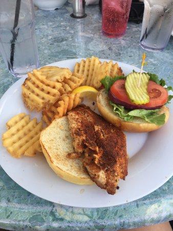 North Bay Village, Φλόριντα: Shuckers Dockside Bar & Grill