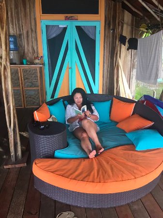 Isla San Cristobal, Panama: Couches in front of Sunrise Room