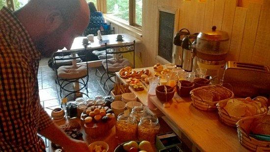 Peninsula Petit Hotel: Excelentes opciones para el desayuno.