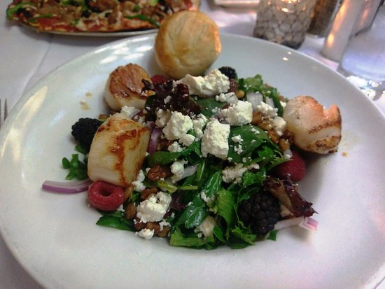 Sun Prairie, WI: Scallops & Berries Salad