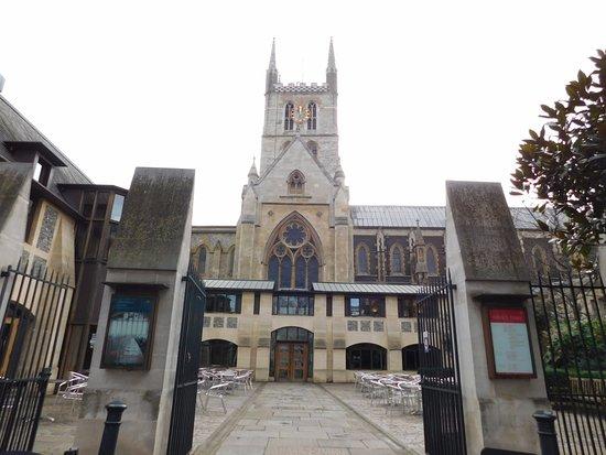 Southwark Cathedral : Vista del frente