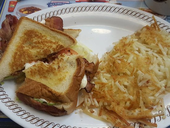 Forsyth, Джорджия: Texas Bacon Lover's BLT and hash browns