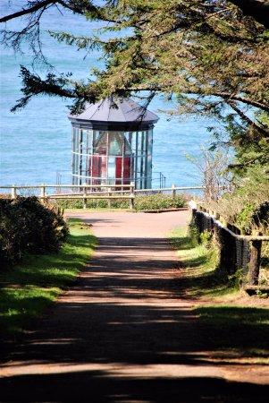 Тилламук, Орегон: The walk to the lighthouse.