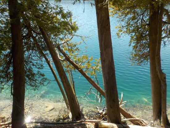 Green Lakes State Park: Look at that gorgeous color!