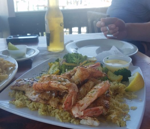 Fins Grill and Icehouse : Grilled Fish and Shrimp