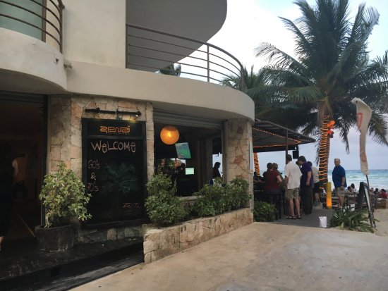 Zenzi Beach Bar & Restaurant: The entrance